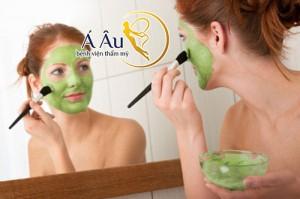 Mặt nạ dưỡng da vào mùa đông sẽ giúp gương mặt được mịn màng hơn.