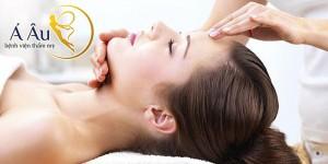 Việc massage da mặt sẽ giúp cơ mặt được kích thích, làn da thêm mịn màng, săn chắc.