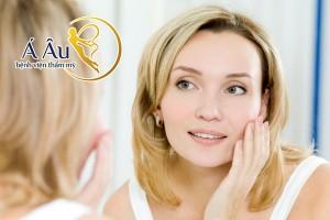 Ở độ tuổi tiền mãn kinh, nhiều dấu hiệu lão hóa xuất hiện trên da mặt.