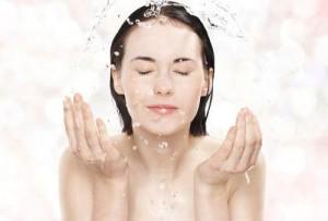 Đắp mặt nạ dưỡng da là cách làm da mặt căng mịn