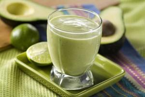 Bơ giúp làm mềm và mịn da nhờ lượng dưỡng chất quý giá.