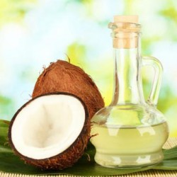 Mát xa da mặt bằng dầu dừa rất tốt cho làn da