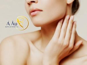 Da cổ là vùng da nhạy cảm và tiếp xúc với ánh nắng mặt trời nhiều nhất