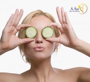Đắp mặt nạ cho mắt trước khi đi ngủ là cách chống lão hóa da mặt bạn nên thực hiện