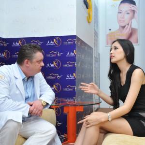 tư vấn người mẫu Mai Phương Thúy tại bệnh viện Á Âu