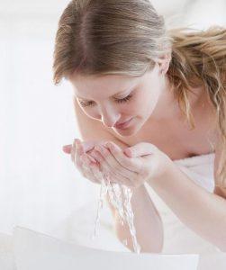 Lựa chọn đúng loại sữa rửa mặt là việc rất quan trọng khi chăm sóc làn da tuổi 30.